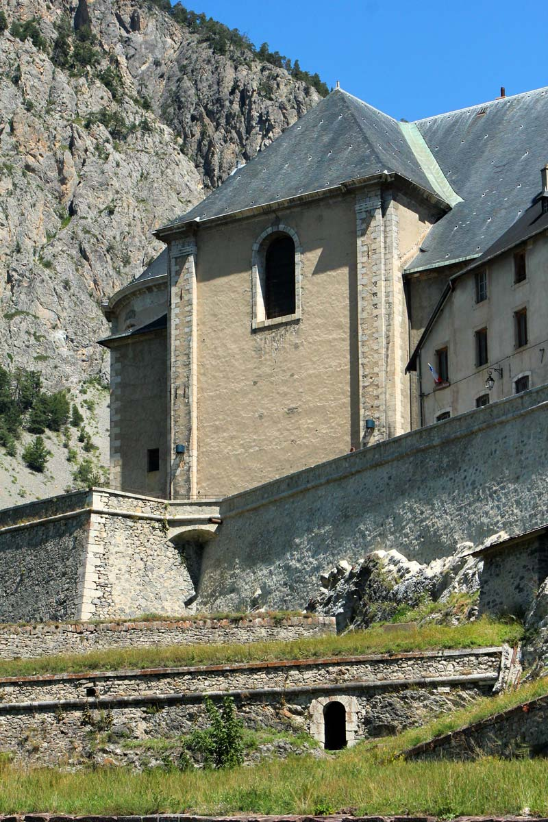 buildingcliffbriancon